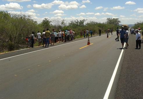 Dois jovens morrem vítimas de acidente de carro em Santa Maria da Boa Vista