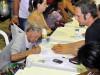Beneficiários do programa Minha Casa, Minha Vida assinam contrato do imóvel