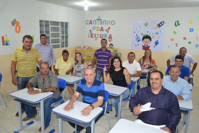 Mais uma escola reconstruída é entregue em Casa Nova