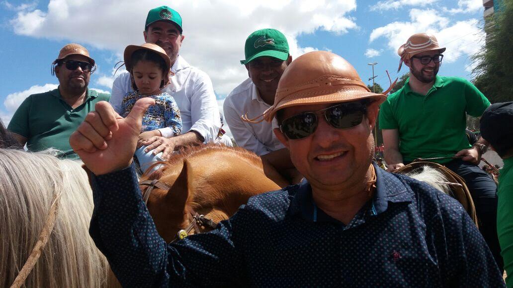 Pré-candidato Alvorlande Cruz prestigia festa dos vaqueiros de Petrolina
